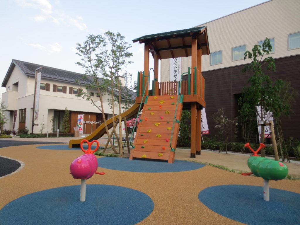前橋住宅展示場複合遊具とゴムチップ舗装
